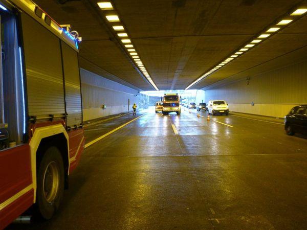 Feuerwehreinsatz: Crash im Tunnel Eibesbrunn auf A 5