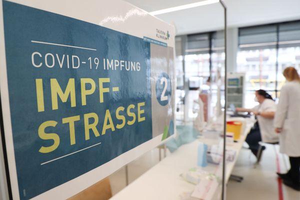 Corona-Ticker Österreich: Österreich impft weiterhin mit AstraZeneca