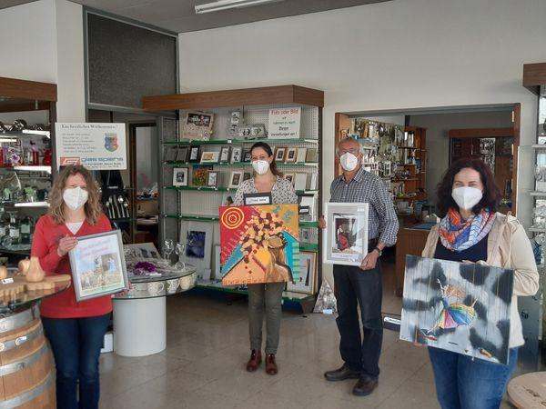 Schaufenster-Ausstellung bei Glas Spiehs: Vater und Tochter Binder stellen gemeinsam in Poysdorf aus