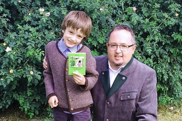 Stadt Krems: Vater und Sohn präsentieren gemeinsam erstelltes Wanderbuch