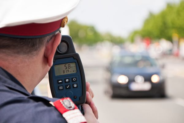 Polizeimeldung: 50-Jähriger fuhr mit 155 km/h auf der B127