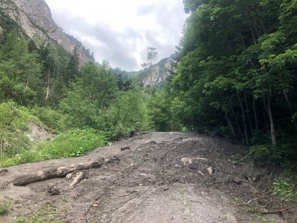 Naturpark Karwendel: Murenabgang im Halltal – Straße gesperrt