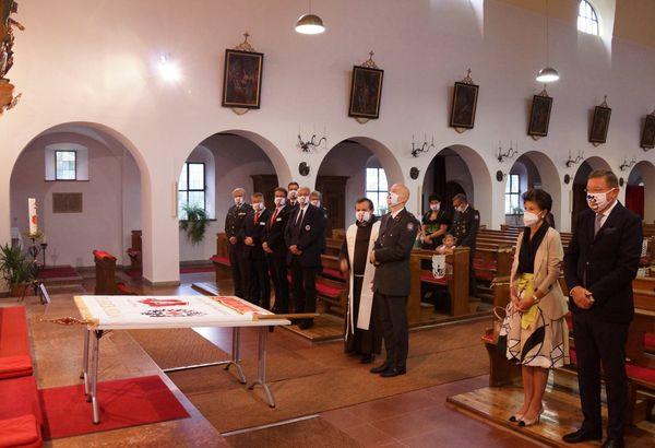 St. Josef Pfarre: Rotes Kreuz Kufstein feiert Fahnensegnung