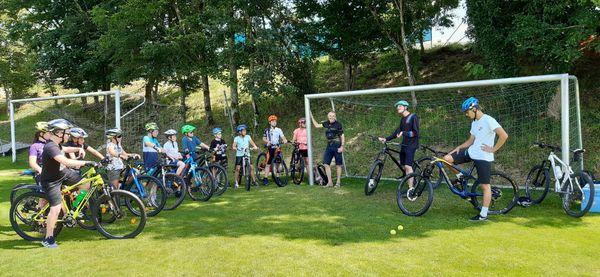Ferienaktion Hartkirchen und Gesunde Gemeinde: Mountainbike Fahrtechnikkurs der Sektion Union Fit Hartkirchen mit Radsport Plöckinger