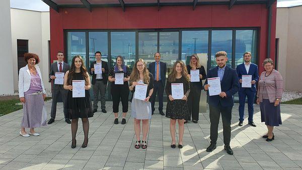 Matura nachholen: Rund 80 erfolgreiche MaturantInnen am BFI Wr. Neustadt!