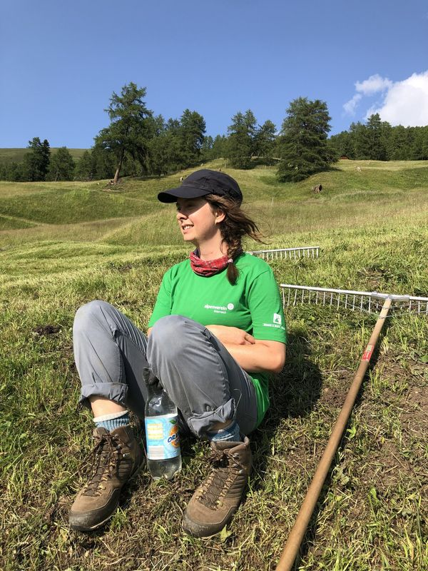 Freiwillig am Bauernhof: Berliner Schauspielerin packt am Stableshof kräftig mit an