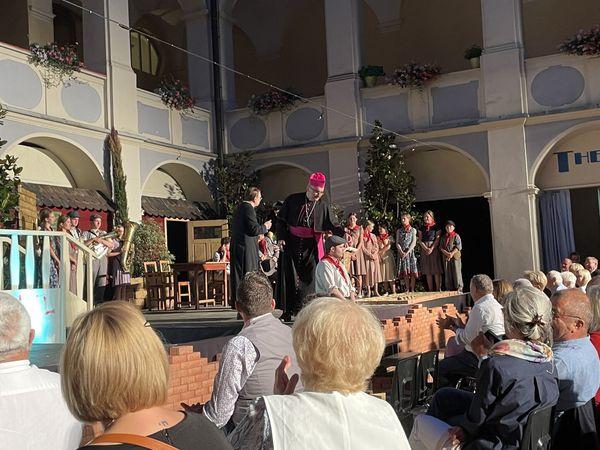 Schlossfestspiele Piber: 4.000 Euro und ein brillanter Bischof