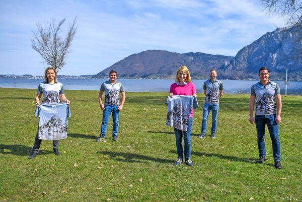 Traunkirchner Johannesberg zum Anziehen: Christoph Schragl präsentiert die schönsten Shirts im Salzkammergut