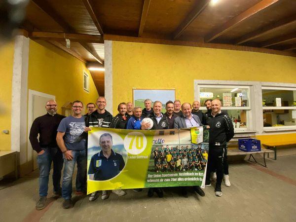 Geburtstagsüberraschung: USV Nestelbach gratulierte zu zwei Runden