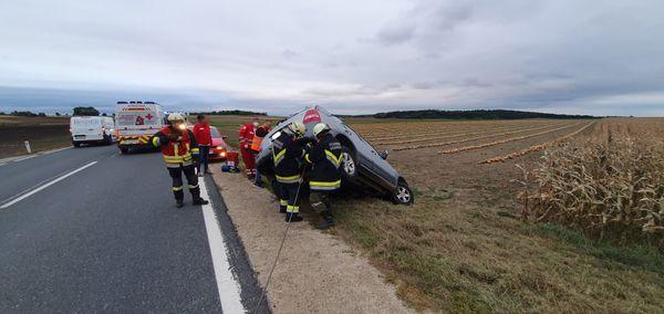 Verkehrsunfall mit eingeklemmter Person auf der B4 zwischen Harmannsdorf & Sachsendorf!