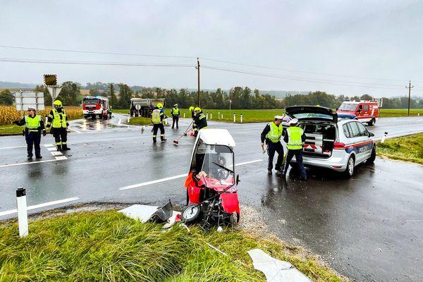 Unfall St. Florian: Elektro-Motorroller kollidierte mit Pkw in St. Florian