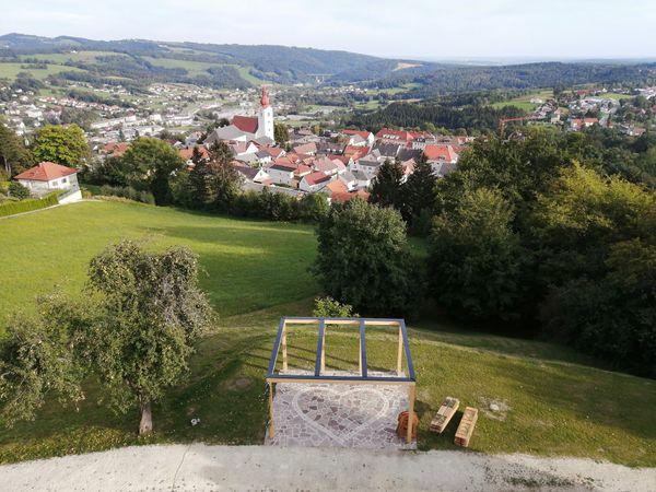 Heute ist es in Hartberg-Fürstenfeld den Tag über leicht bewölkt. Der Sonnenaufg [...]