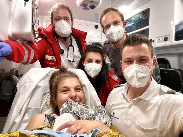 In den Kremser Reihen: Ardjana kam im Rettungsauto zur Welt