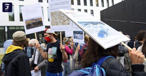 """Besetzung von """"Credit Suisse"""": Schweizer Gericht verurteilt zwölf Klimaaktivisten"""