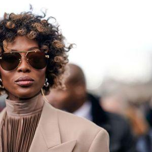 На Неделата на машка мода во Париз: Наоми Кембел ја покажа природната коса