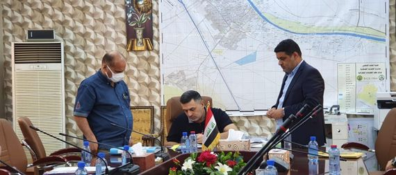 The governor of Basra is discussing with the mayor of Al-Zubair district the resolution of the second phase of the integrated infrastructure project in the district 857301-4200b262-776c-4e10-a120-481b743c76cb