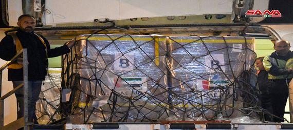 طائرة مساعدات طبية وغذائية اماراتية تصل الى مطار دمشق الدولي