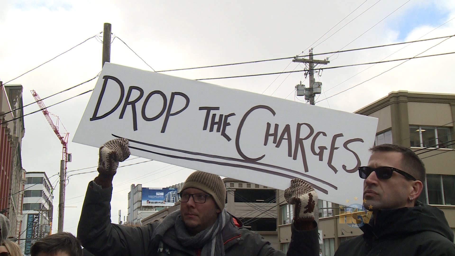 Protesters call for charges against Independent journalist to be dropped | ntv.ca