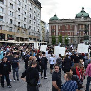 """KAKO DA OBJASNIM DECI ZAŠTO SU ČIPOVANA Antivakcinaši razočarani svojim protestom: """"Bolje da ćutimo i ne izlazimo... Bilo više ljudi na Prajdu!"""""""