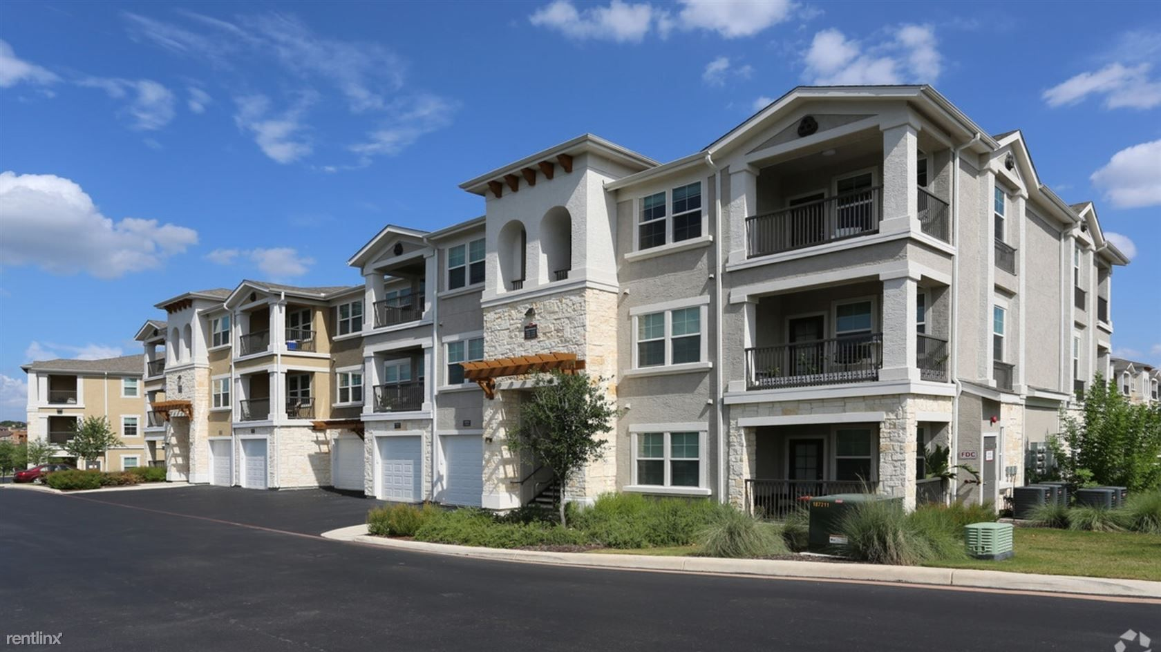 Landing Furnished Apartment Wiregrass at Stone Oak