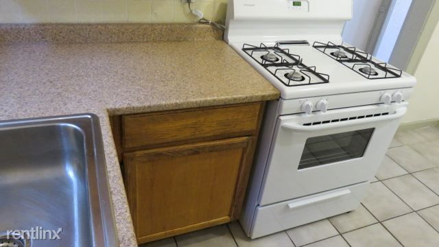 6733 S Paxton Ave rental