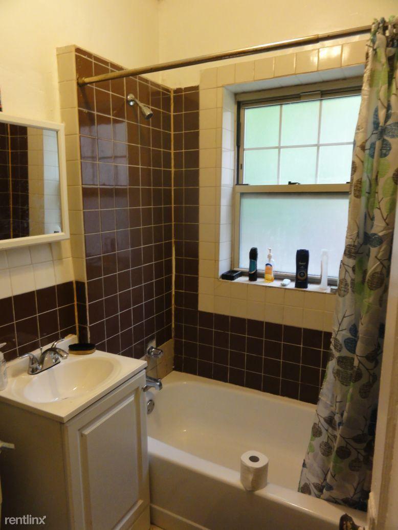 6926 S Oglesby Ave rental