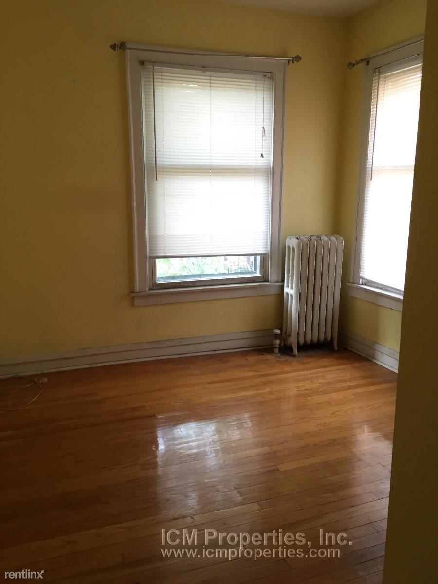 5941 North Paulina St. Apt. for rent