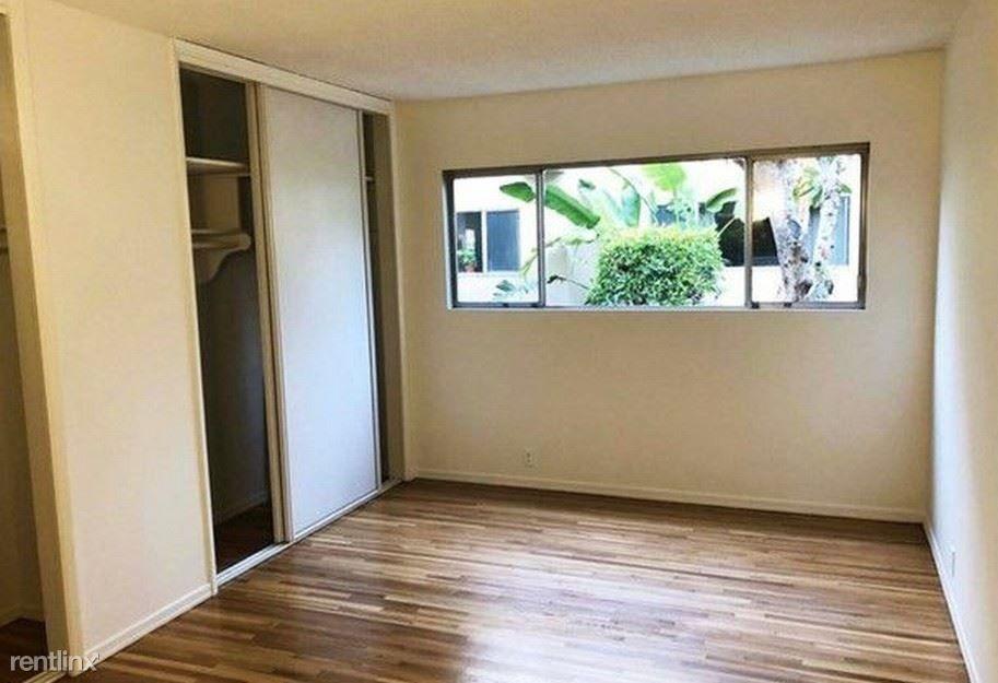 11121 Queensland St rental