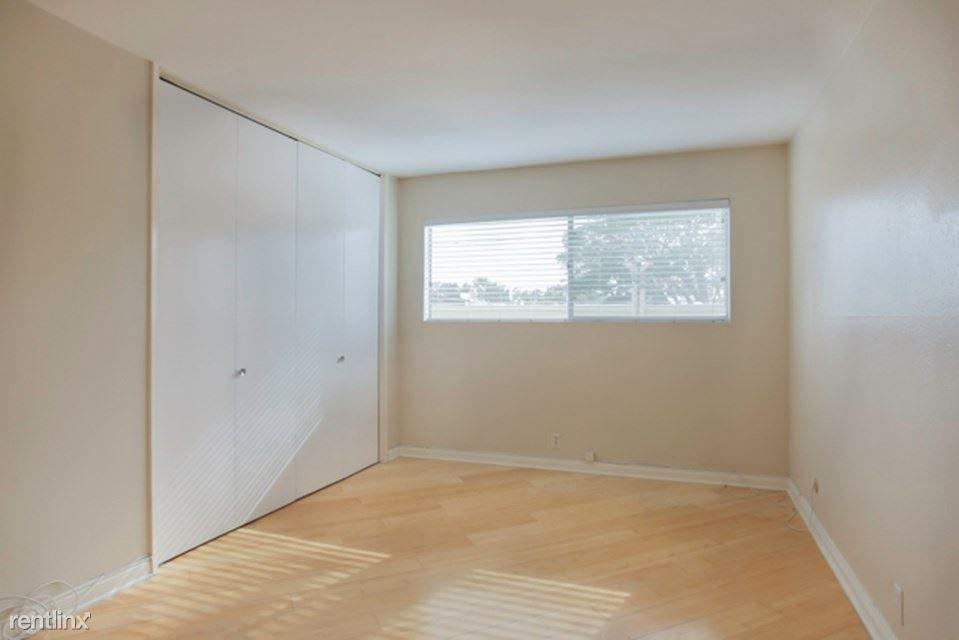 1740 Roosevelt Ave rental