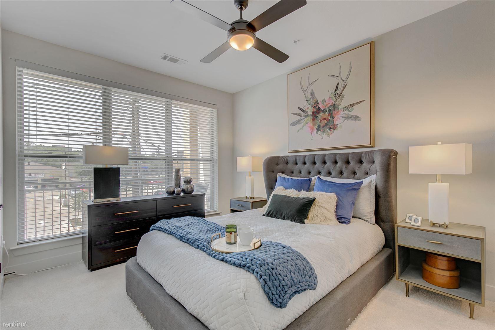 110 W Davis St # 1635-6 rental