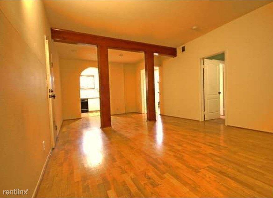 828 N Hudson Ave for rent