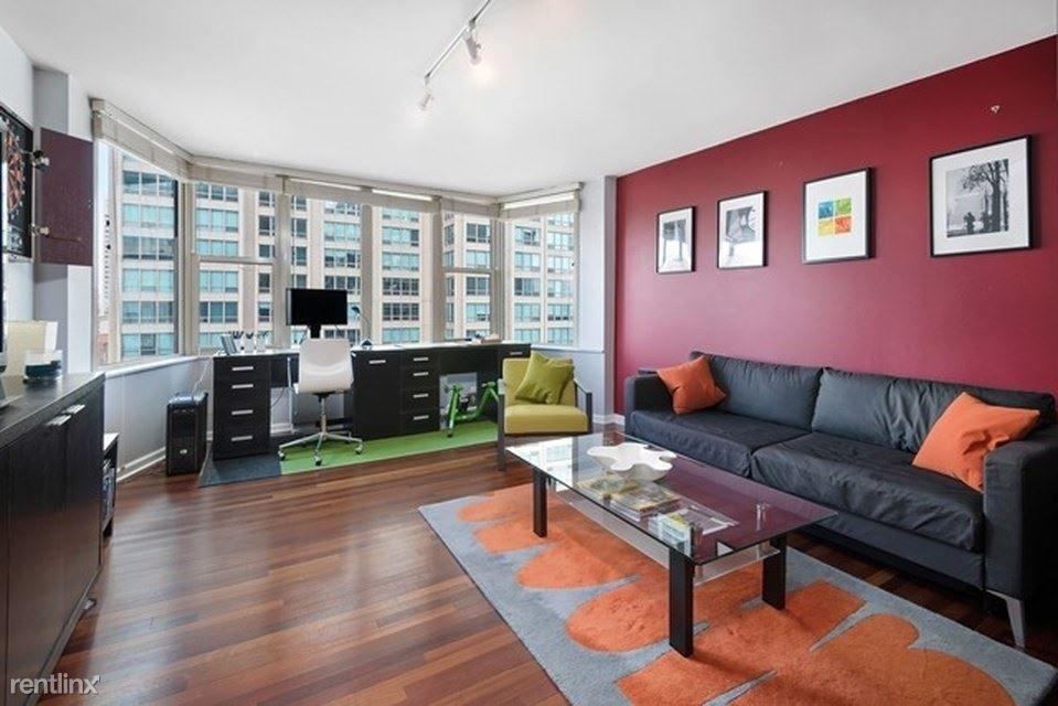 525 W Hawthorne Pl for rent