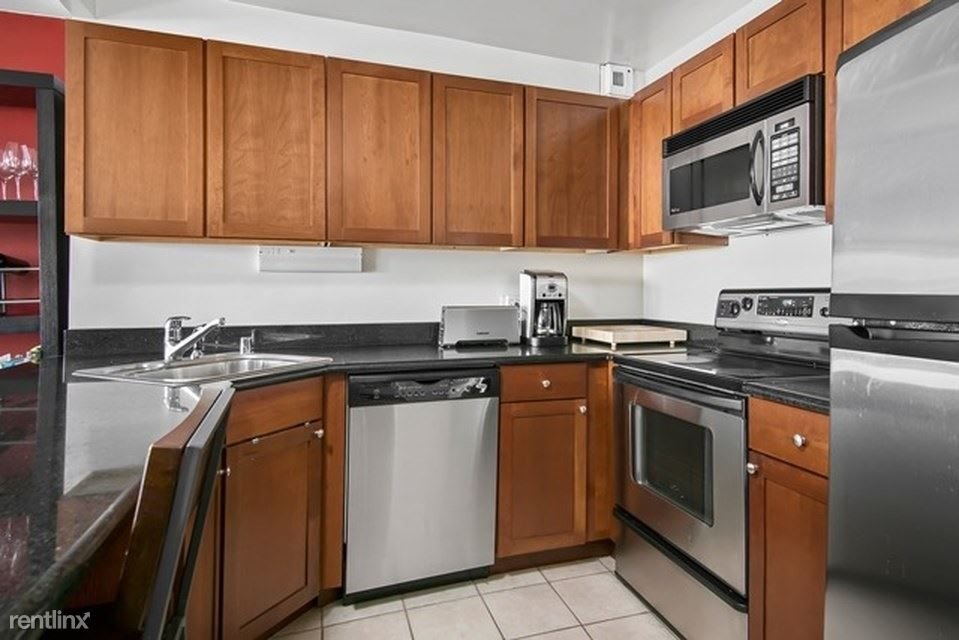 525 W Hawthorne Pl rental