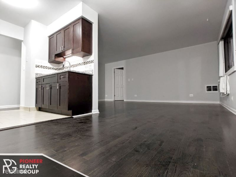 7545 N Winchester Ave 301 rental
