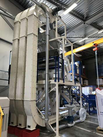 Z-convevor / kettingtransport Verticaal - Bulk Solids Industrie - Poeth Solids Processing - Tegelen