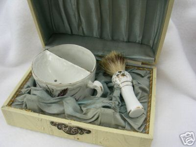 [Imagen: Antique%20Shaving%20Kit%202.jpg]