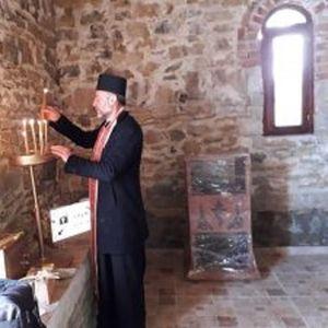 Преставник на Елбасанската метрополија на Албанска Православна Црква на посета кај Македoнците во Голо Брдо