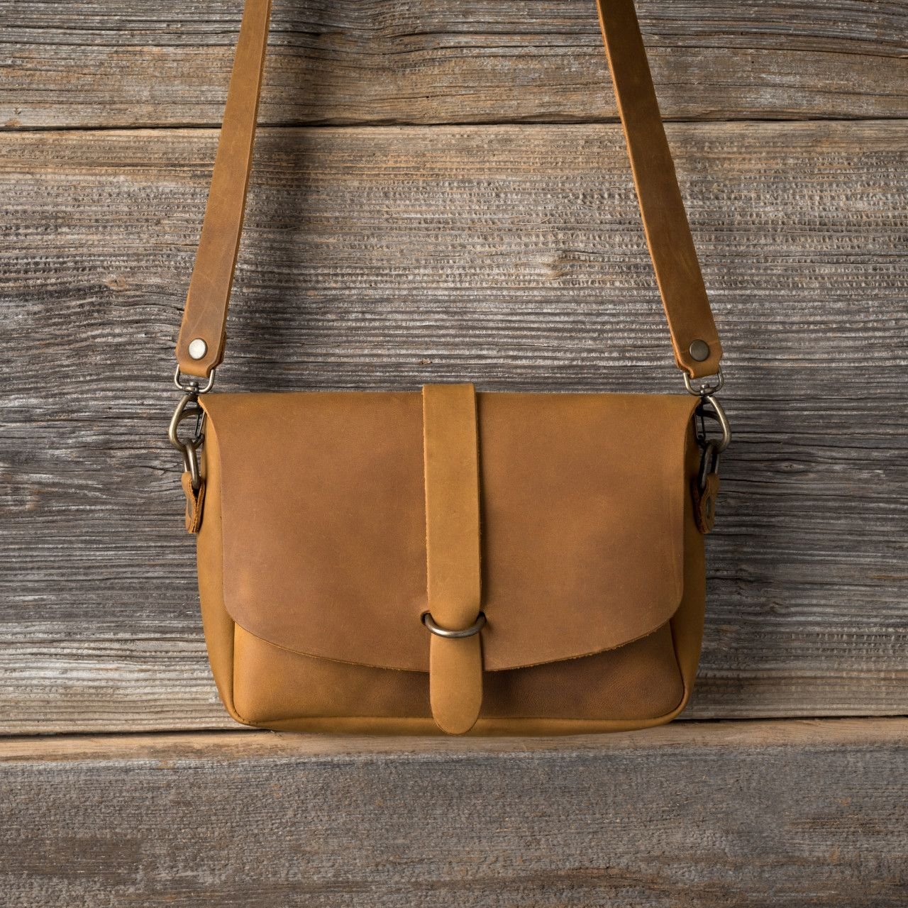 Crossbody Koroha in tobacco
