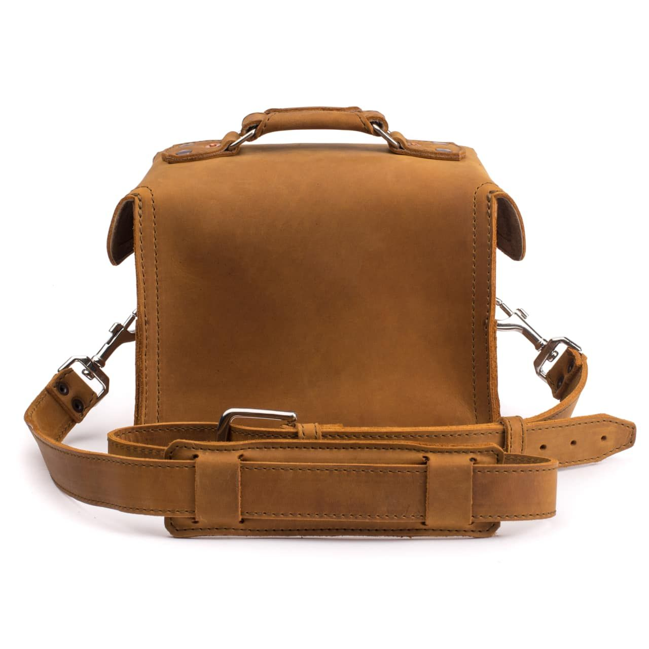 leather gadget bag medium in tobacco leather