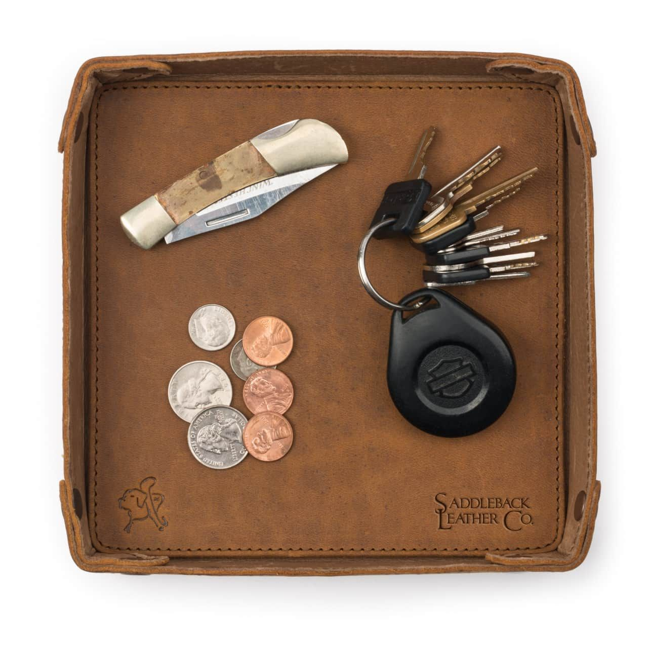 Keys, money and something located on the leather valet tray in tobacco leather