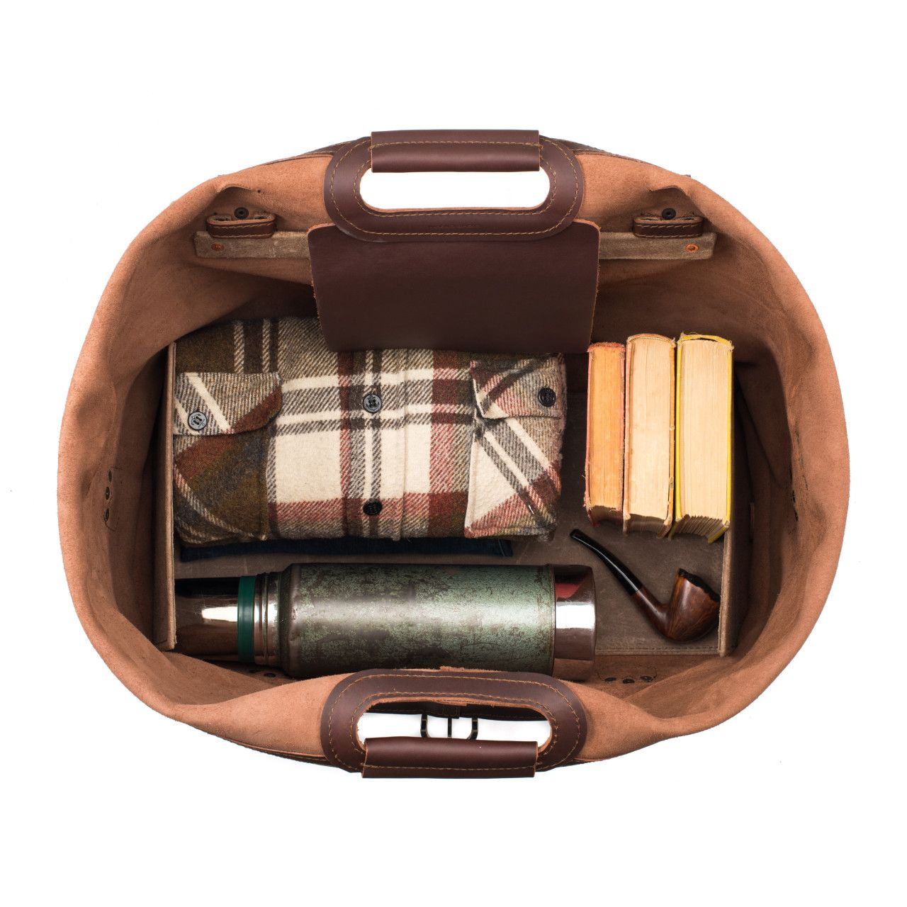 inside the waterbag premium leather duffel bag medium in chestnut leather are shirts, shoes, books, thermo and pipe