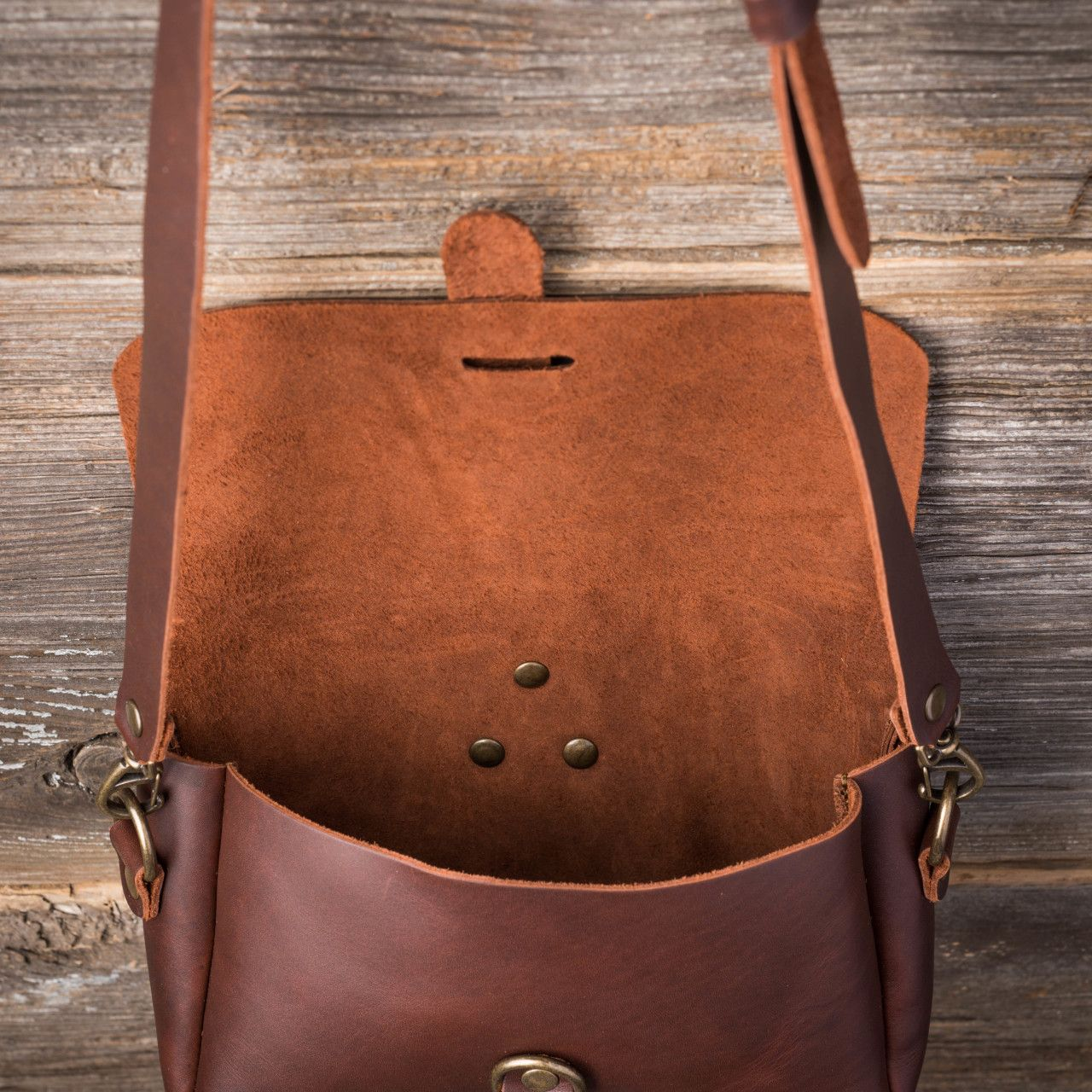 Crossbody Koroha in chestnut