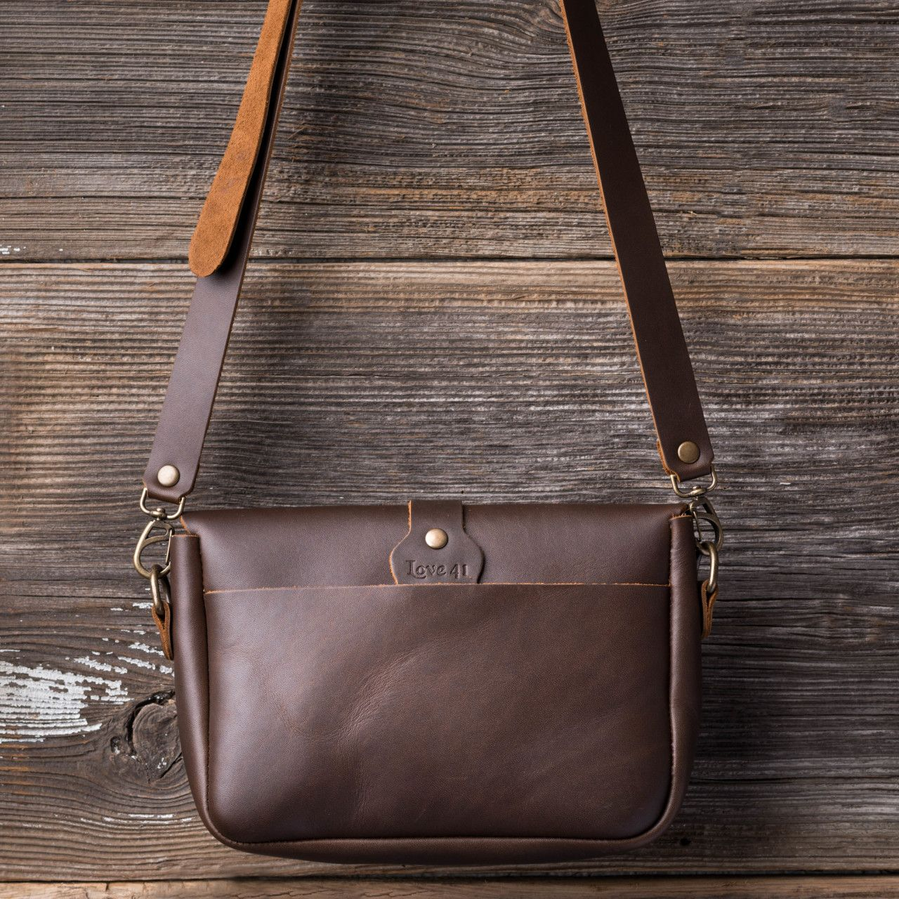 Crossbody Koroha in dark coffee brown