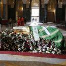 Građani se opraštaju od patrijarha Irineja, sahrana u nedelju u kripti Hrama Sveog Save