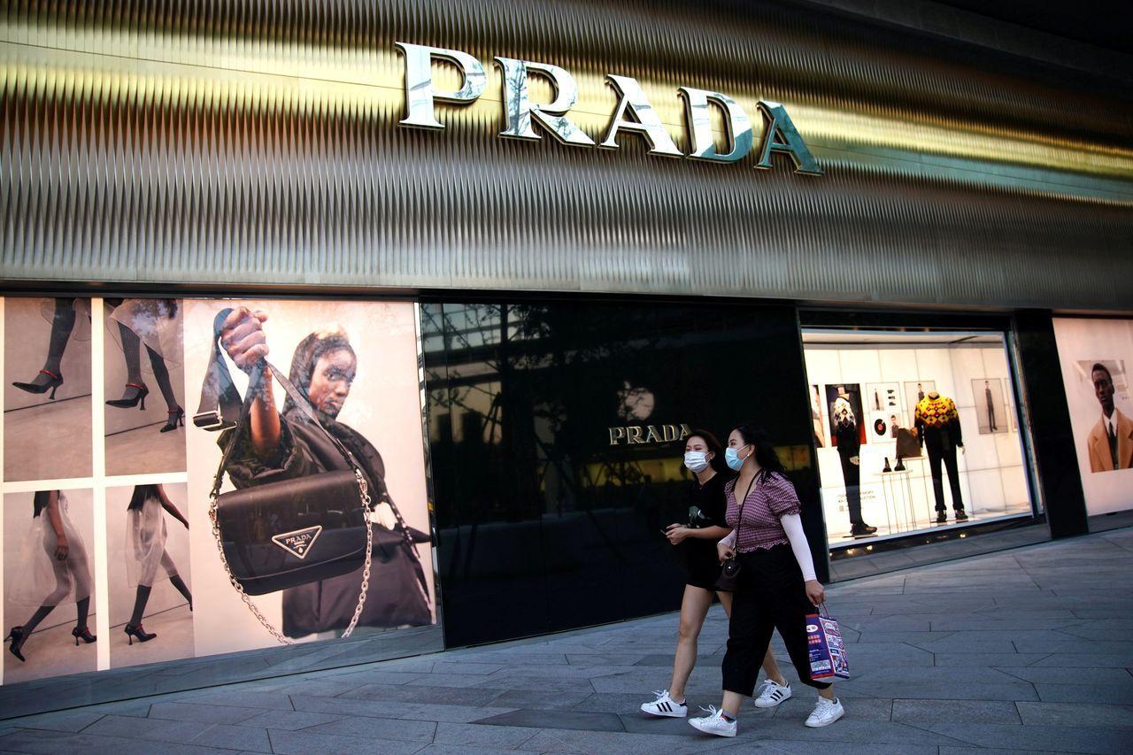 中国奢侈品市场在2020年实现增长。图为去年9月,北京一家普拉达门店。