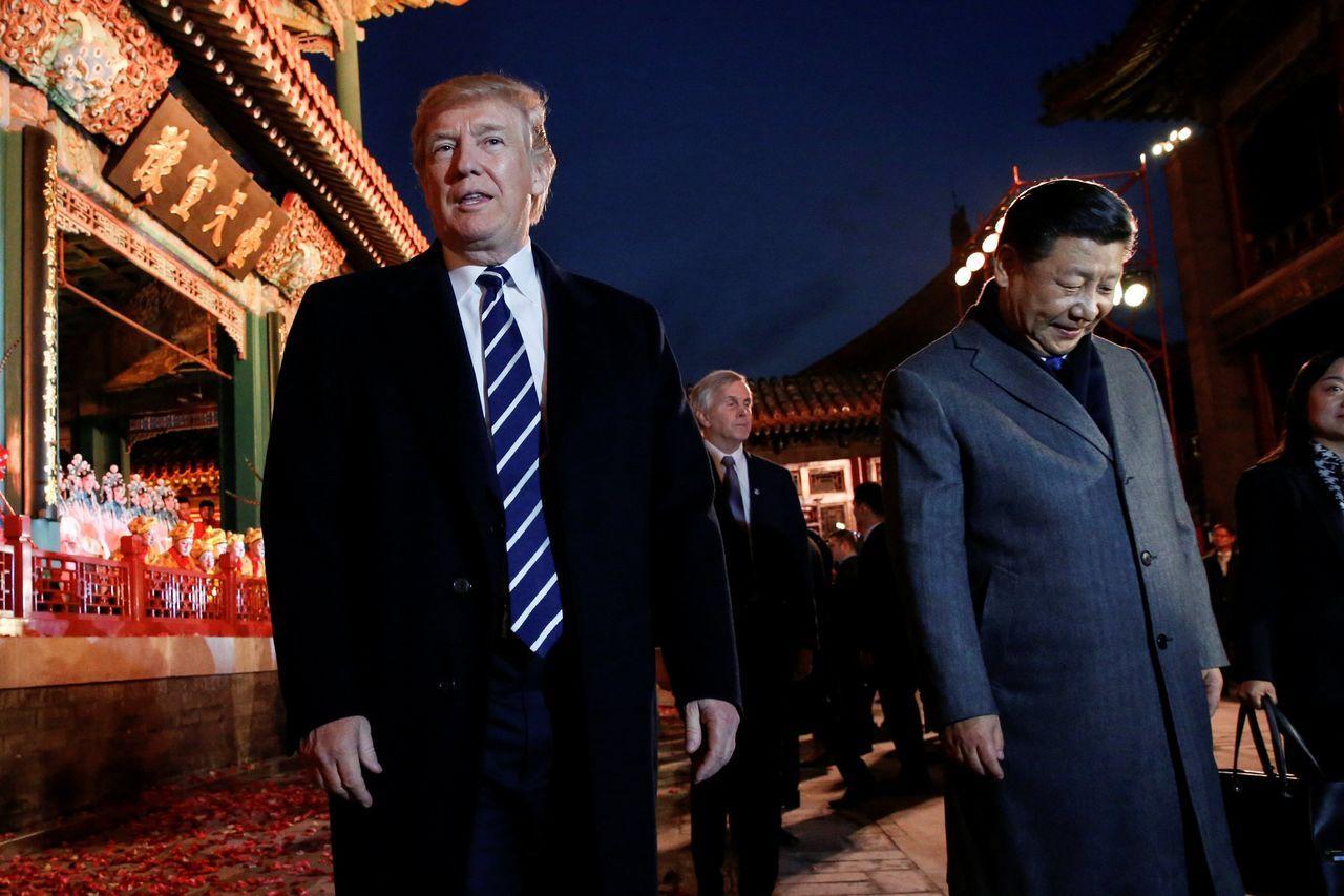 2017年11月,时任美国总统特朗普和习近平在北京紫禁城观看一场歌剧表演后离开。