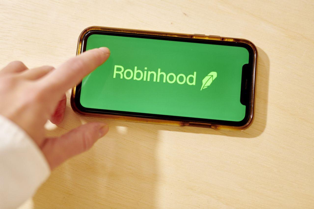 各类投资者的市场活动都激增,增长势头不仅仅局限于像Robinhood这样的数字新贵。