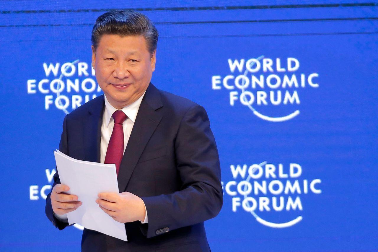 中国国家主席习近平于2017年1月17日在瑞士达沃斯举行的世界经济论坛上发表演讲后。