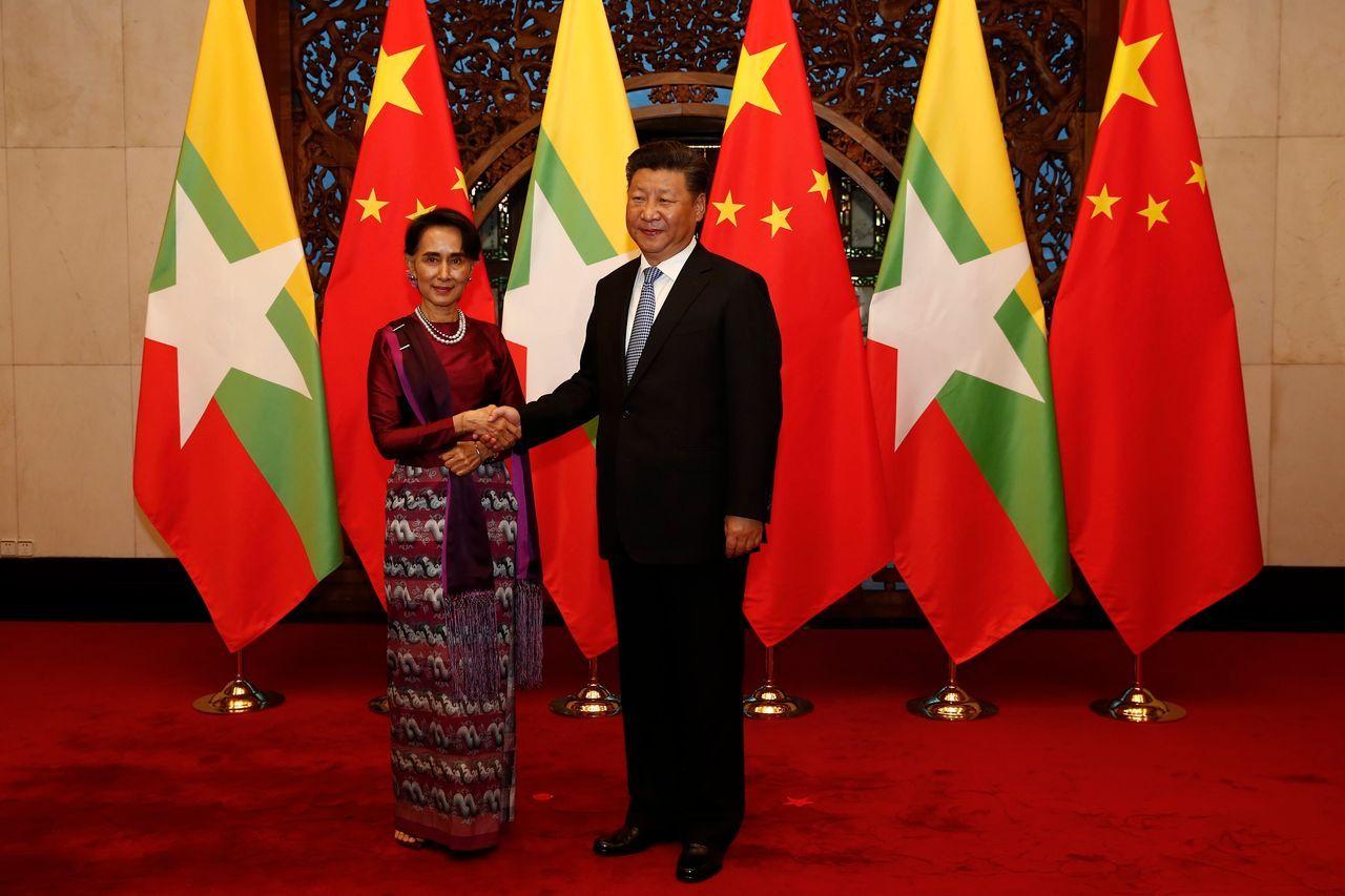 缅甸文职领导人昂山素季和中国国家主席在2016年8月的一次会面。