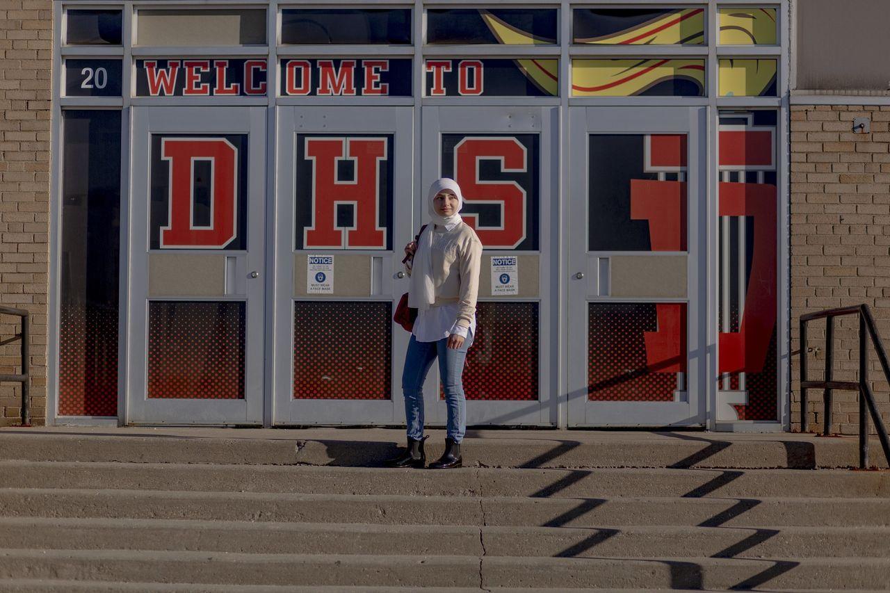 17岁的阿迈勒·赛义德是密歇根州迪尔伯恩海茨一所高中的毕业班学生,今年她申请了21所大学。